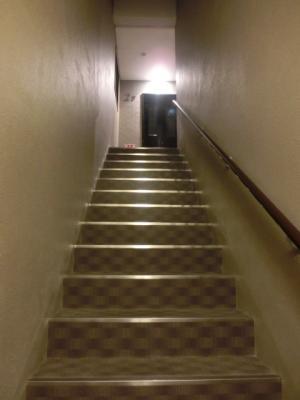 エクラン二条城階段.JPG